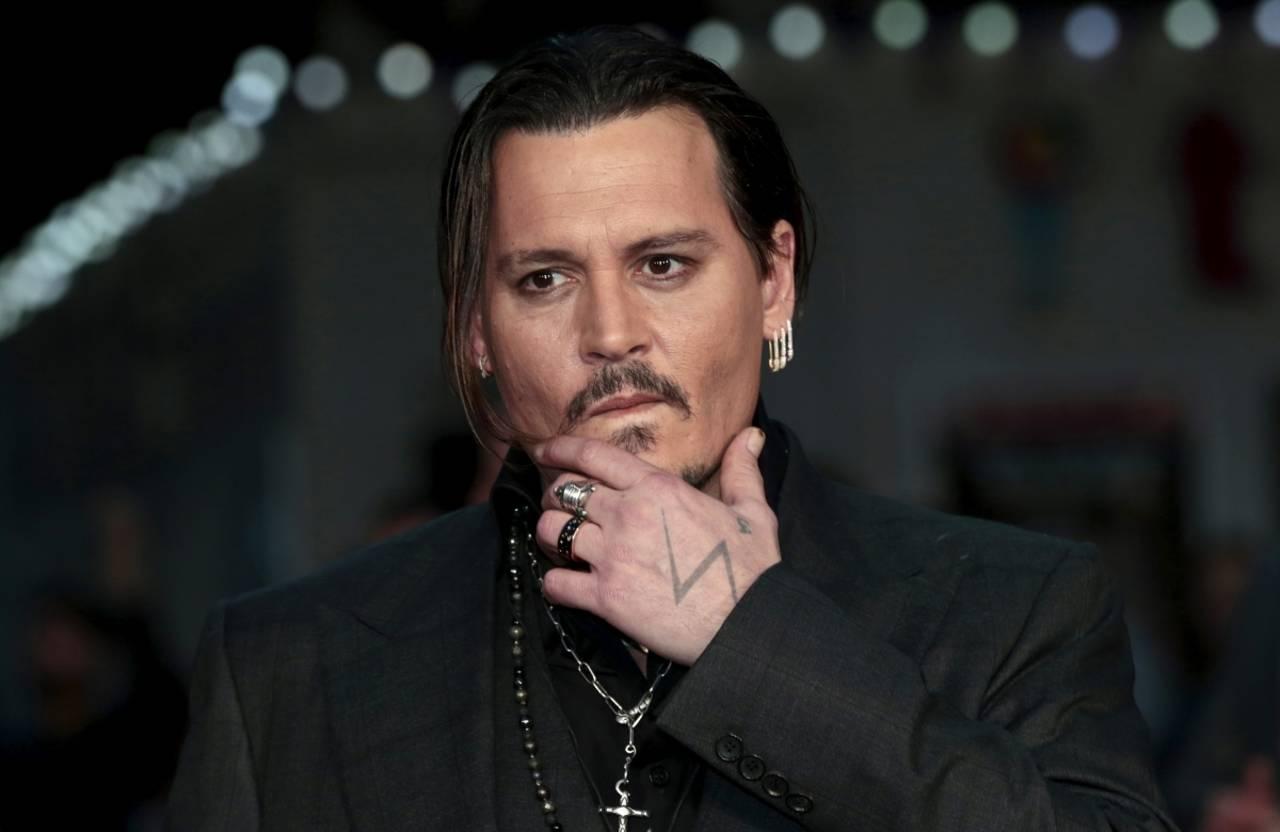 Demanda Depp a sus abogados por conspiración