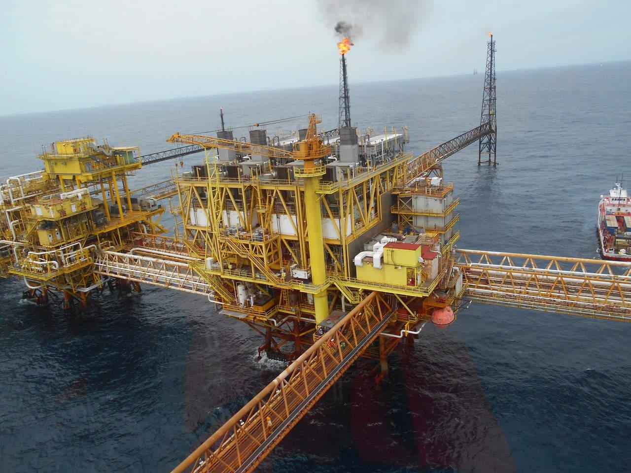 Cae producción petrolera