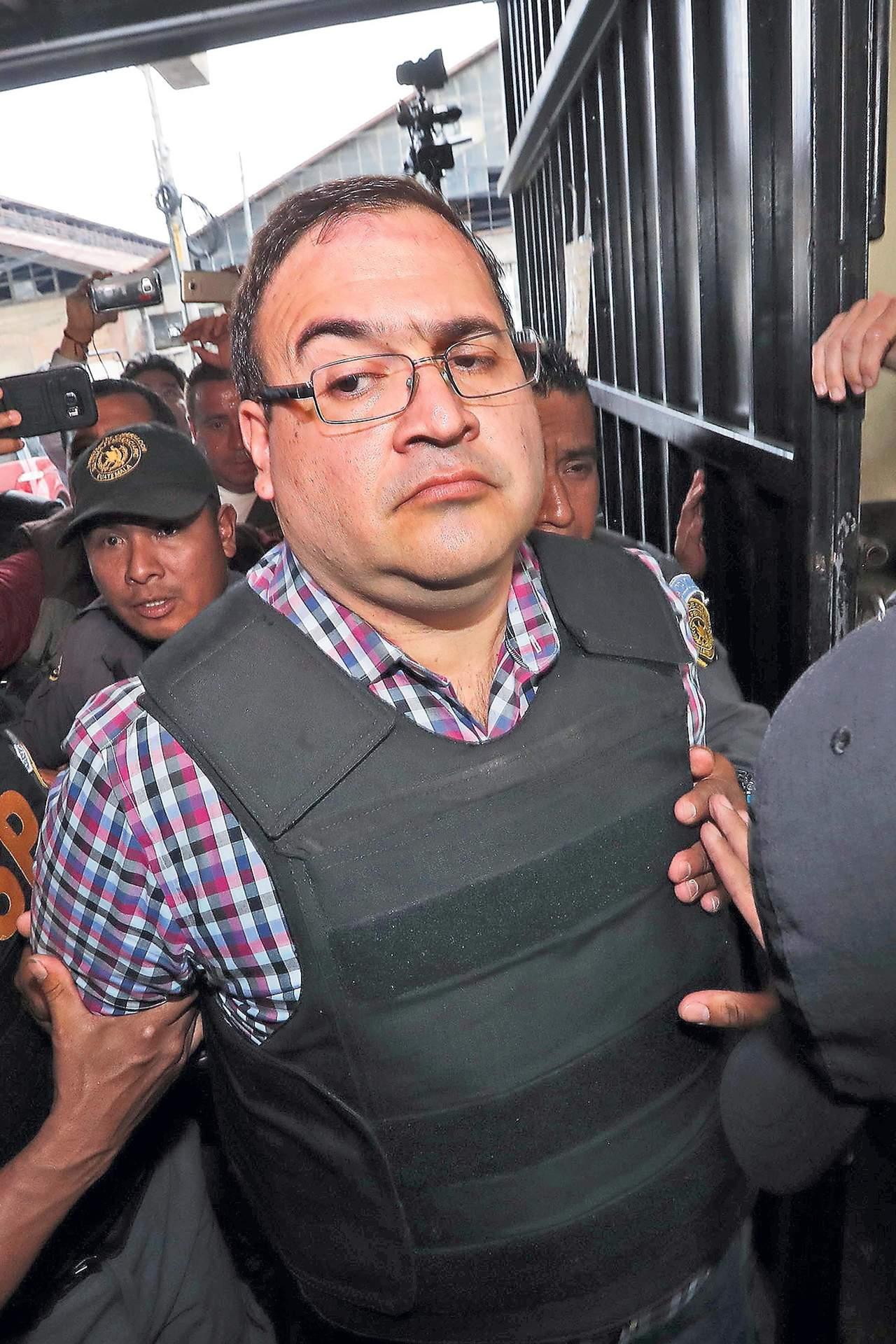 Descubren desvíos millonarios de Duarte, directo a empresas