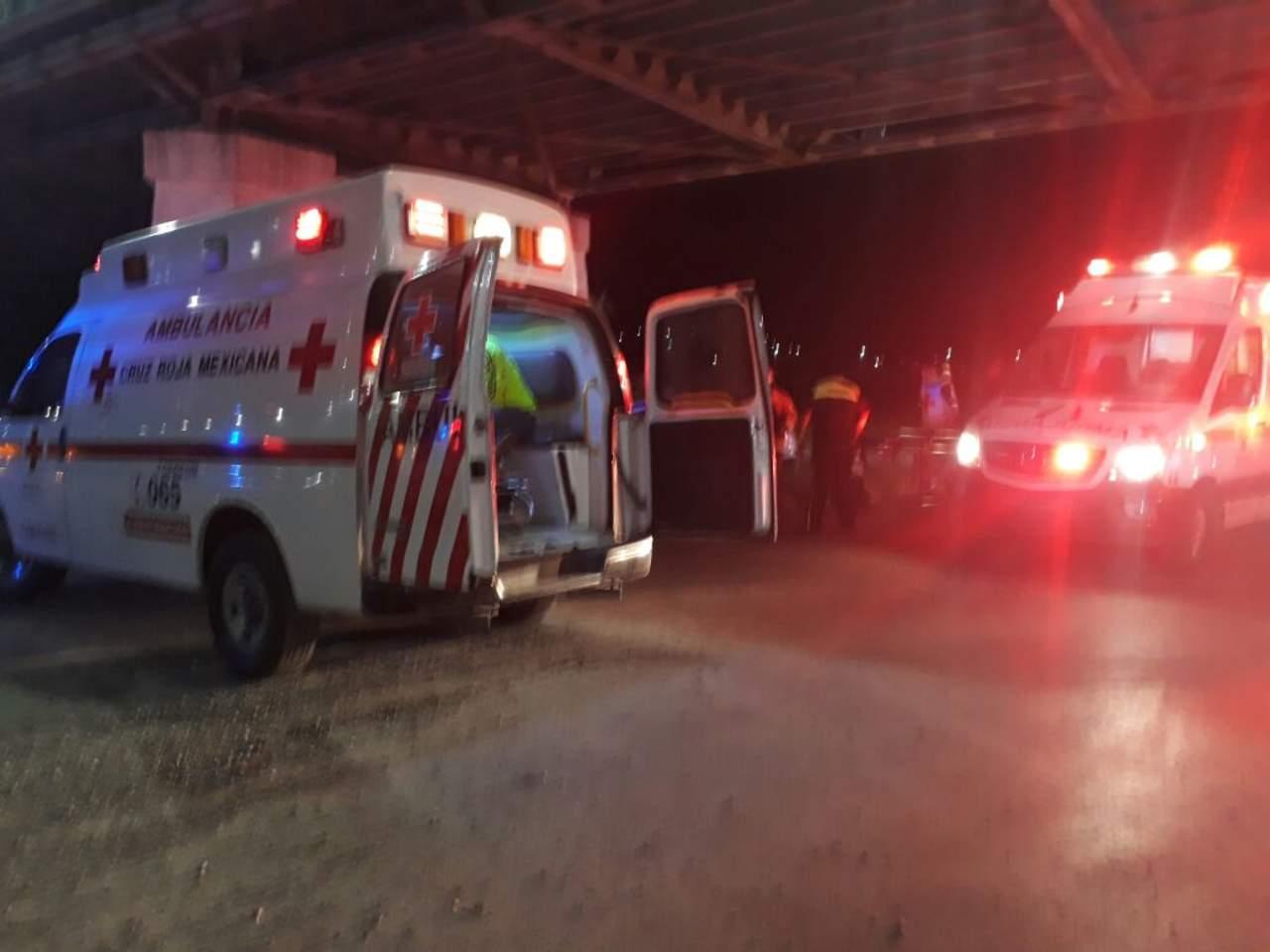 Se impacta Uber contra muro de Puente Plateado; 8 lesionados