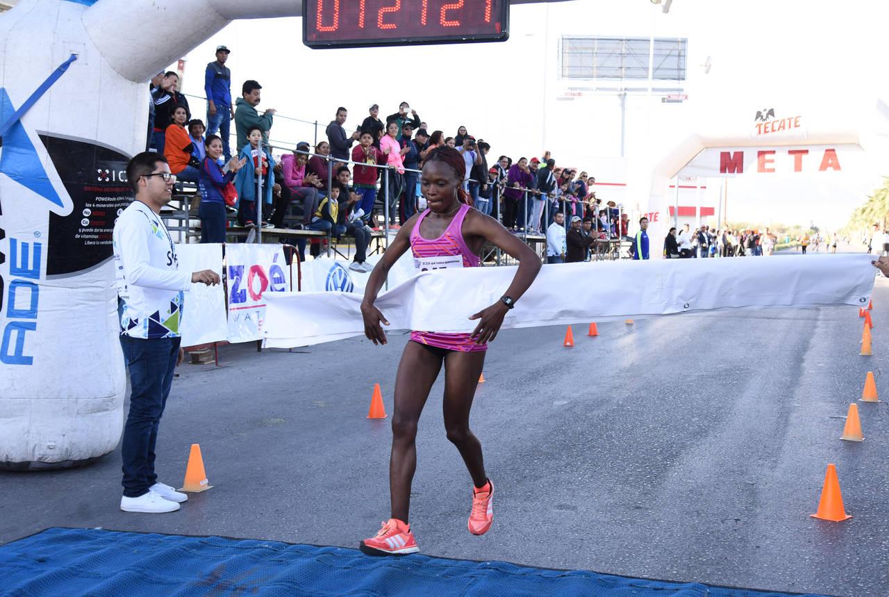 Dominan kenianos Media Maratón