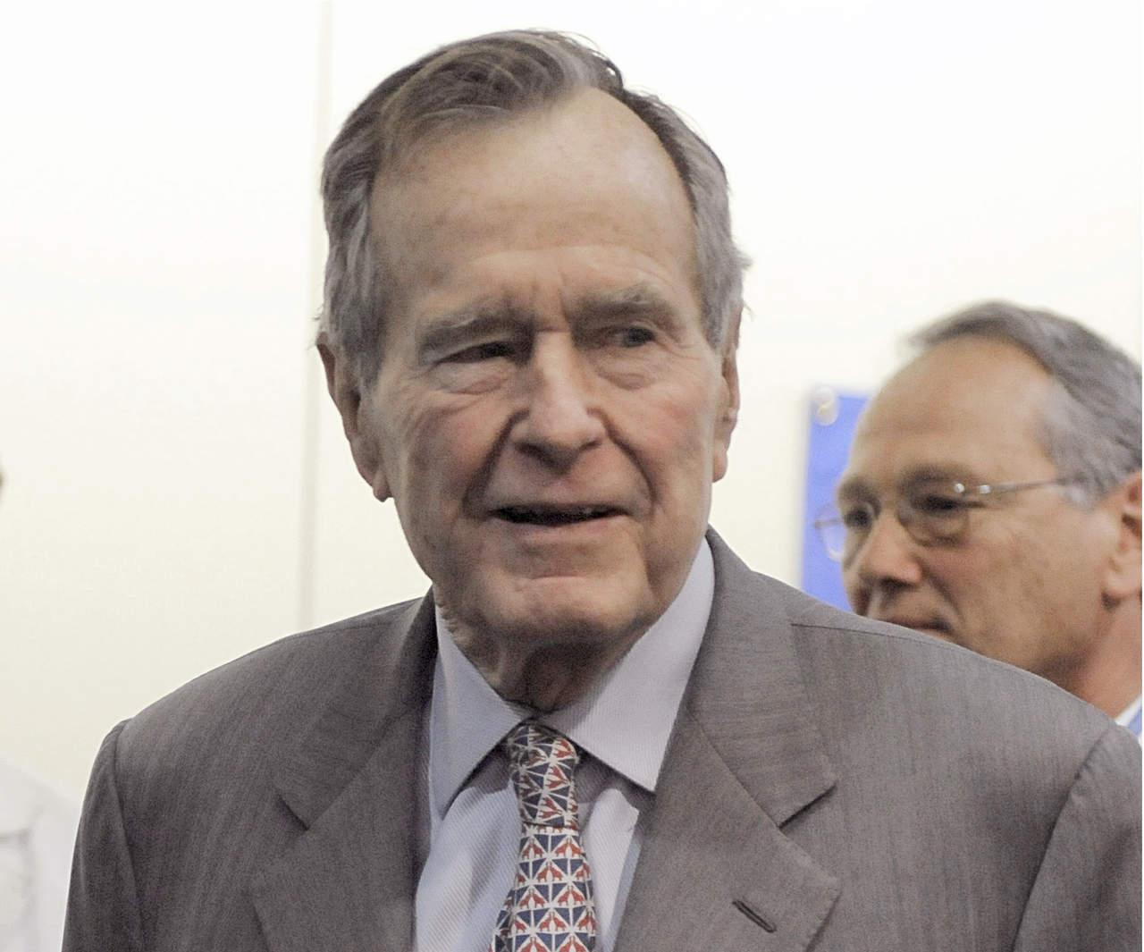 Bush padre se disculpa con mujer que lo denunció