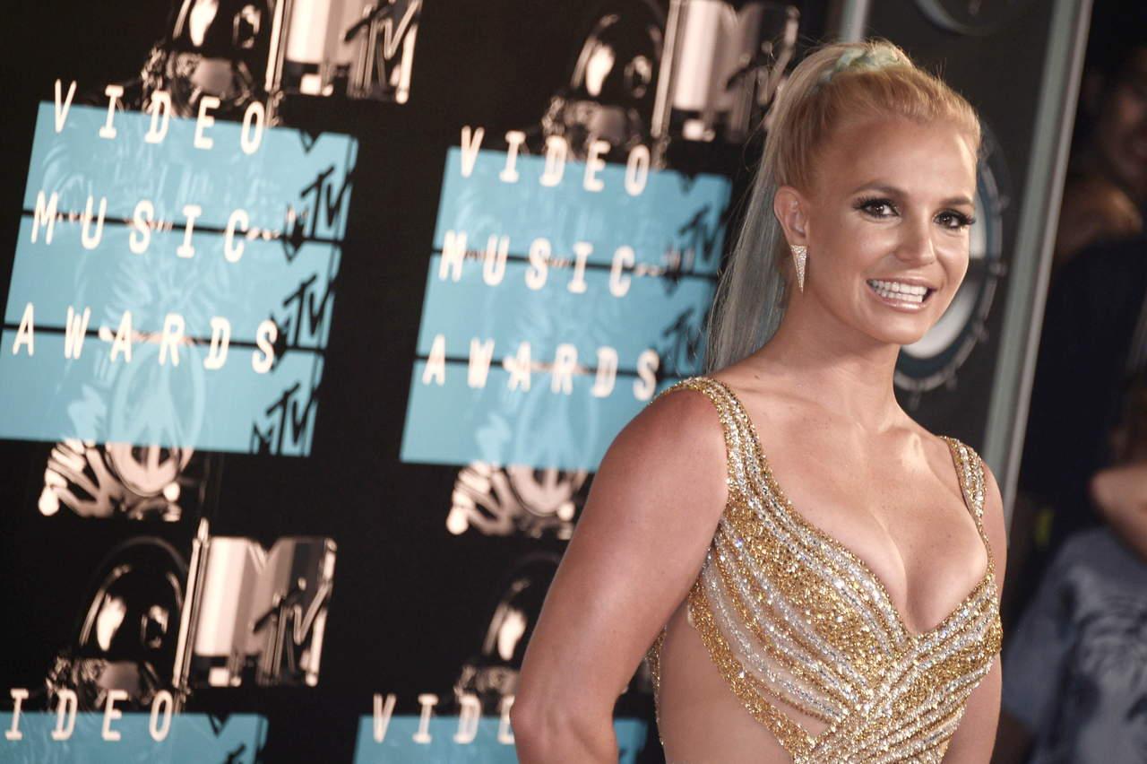 Presume Britney Spears su figura con poca ropa