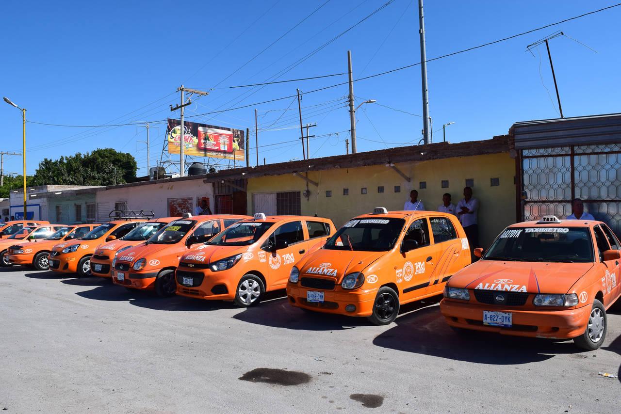 Protestan taxistas en Gómez Palacio