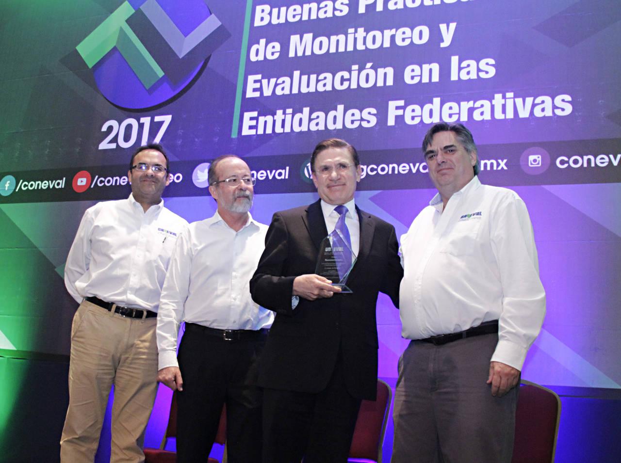 Durango entre mejores evaluados por Coneval