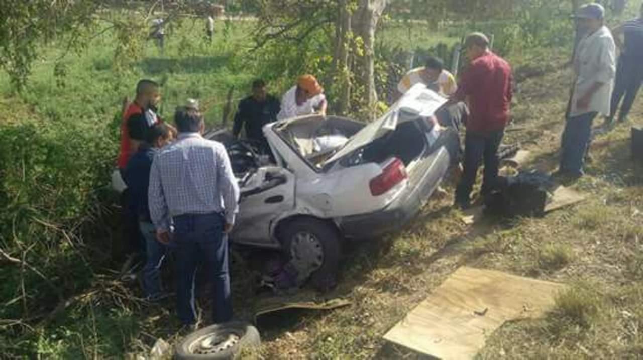 Dos estudiantes mueren en accidente automovilístico