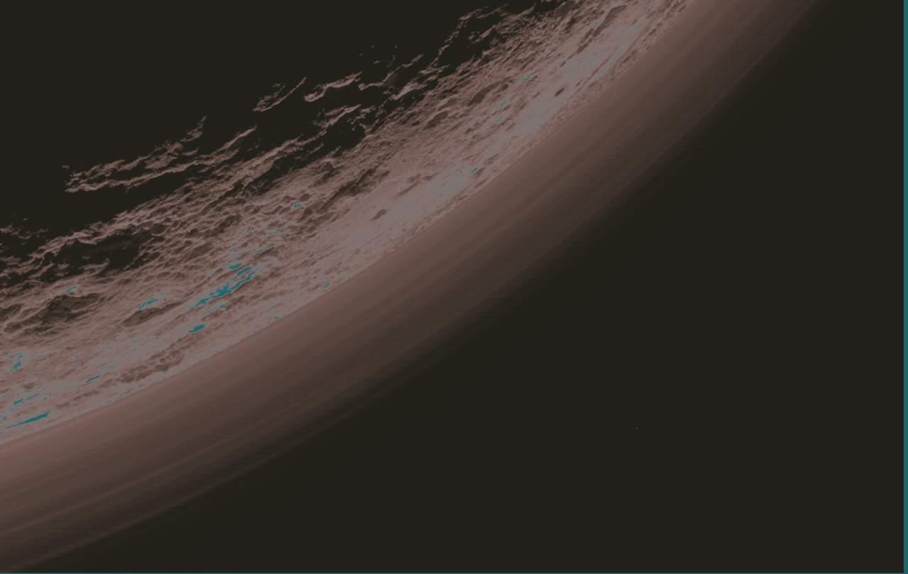 Partículas de hidrocarburos enfrían más de lo esperado la atmósfera de Plutón