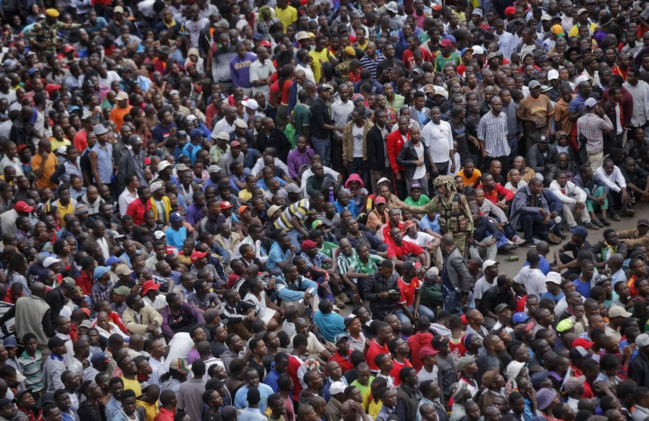 Mugabe se reunirá con el mando militar