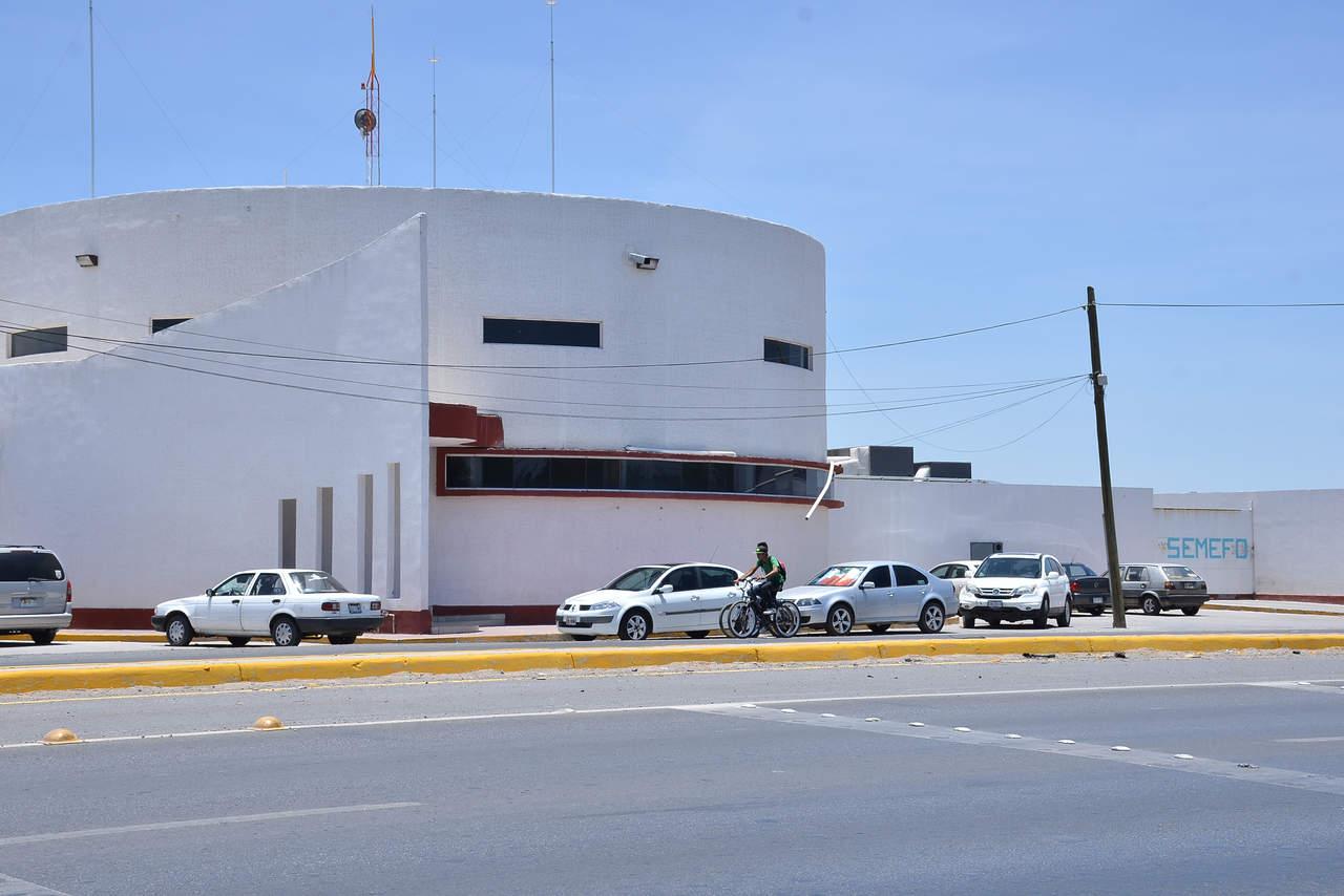 Abandonan cadáver de joven en parcelas de Torreón