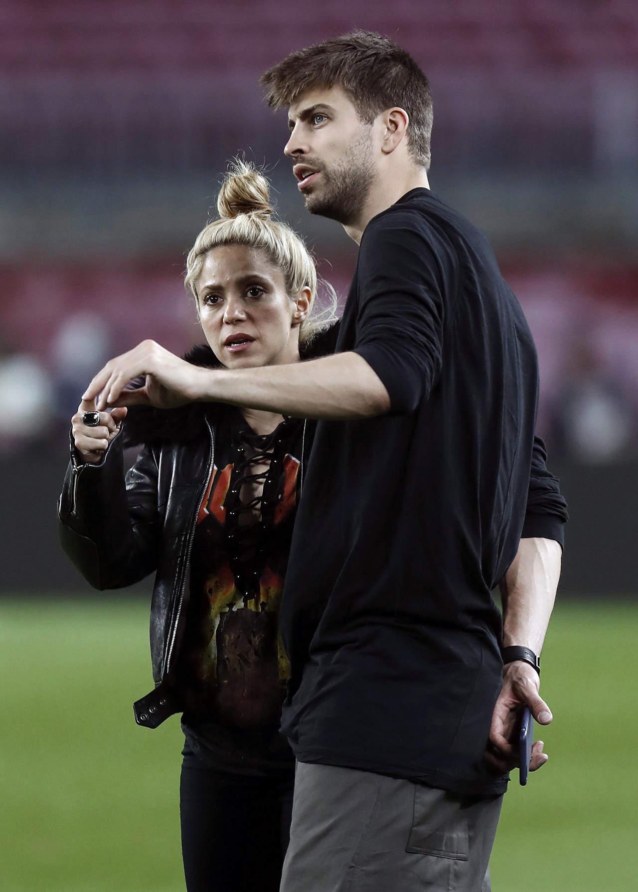 Piqué hace llorar a Shakira durante discusión en público