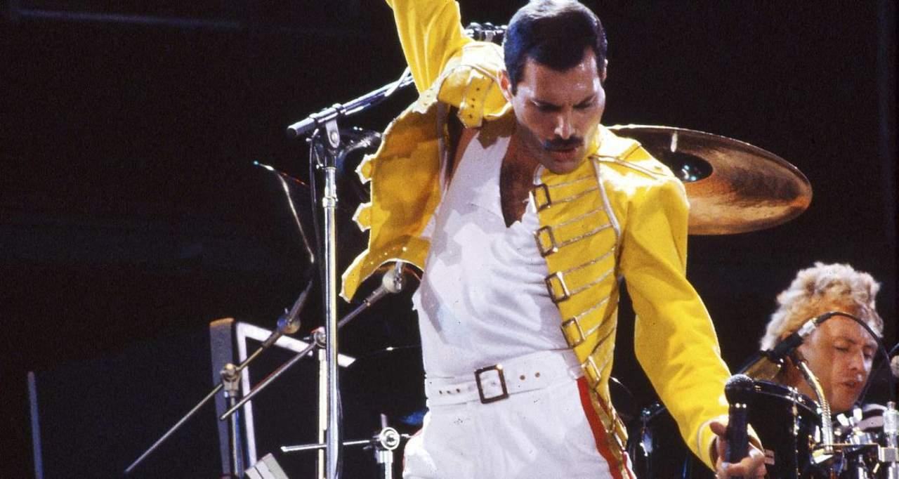 1991: Acaban los días de Freddie Mercury, fundador y vocalista de la banda de rock Queen