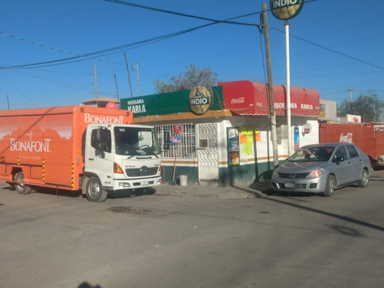 Sujetos armados asaltan miscelánea y camión repartidor en Torreón