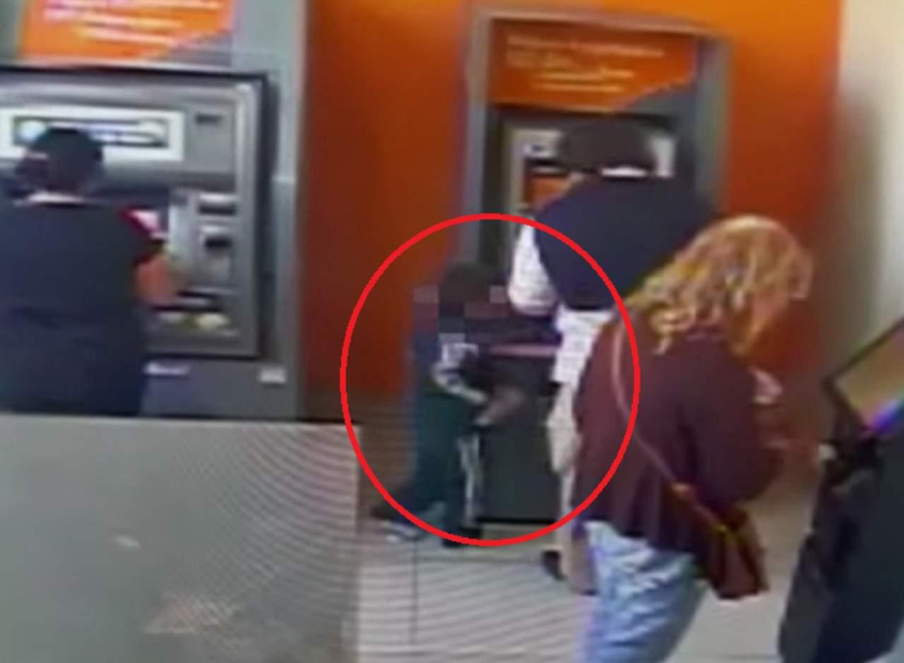 Niño de 4 años roba en un cajero automático