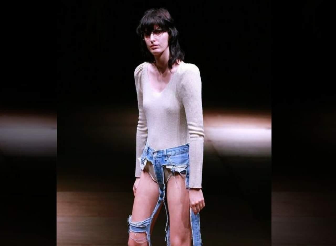 Una nueva moda en jeans está dejando a la gente desconcertada