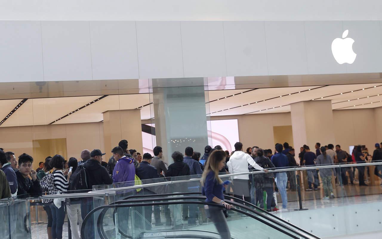 Esperan por horas para comprar el nuevo iPhone X
