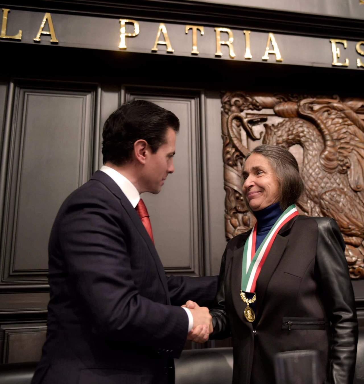 Entregan la Medalla Belisario Domínguez a Julia Carabias
