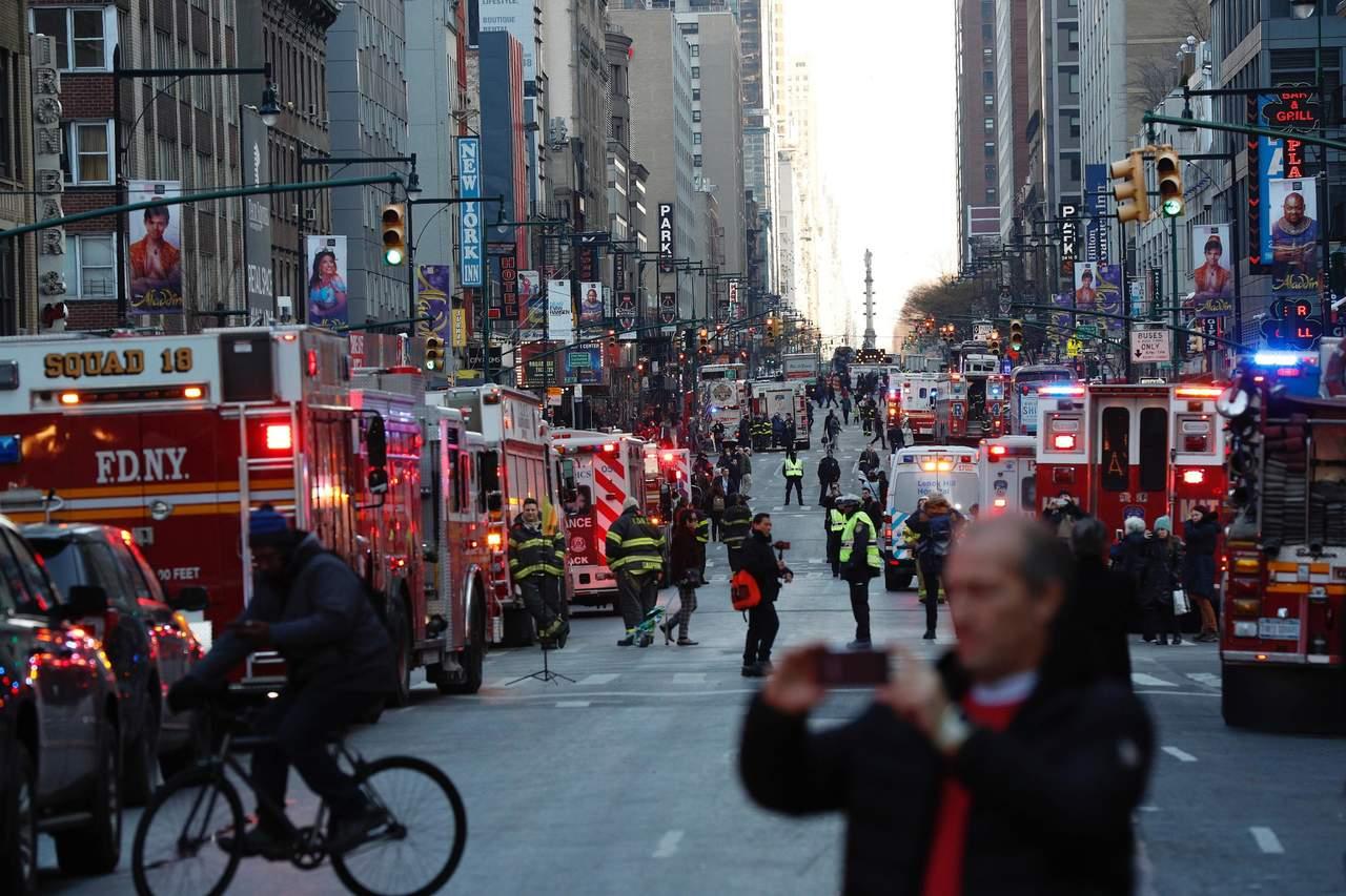Suman cuatro heridos por explosión en Nueva York