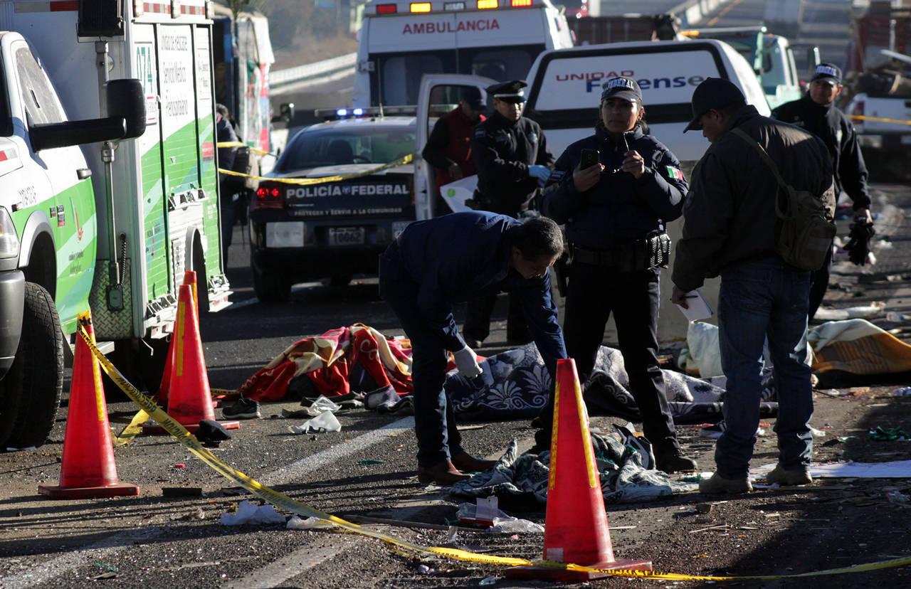 Mueren 13 peregrinos en choques carreteros