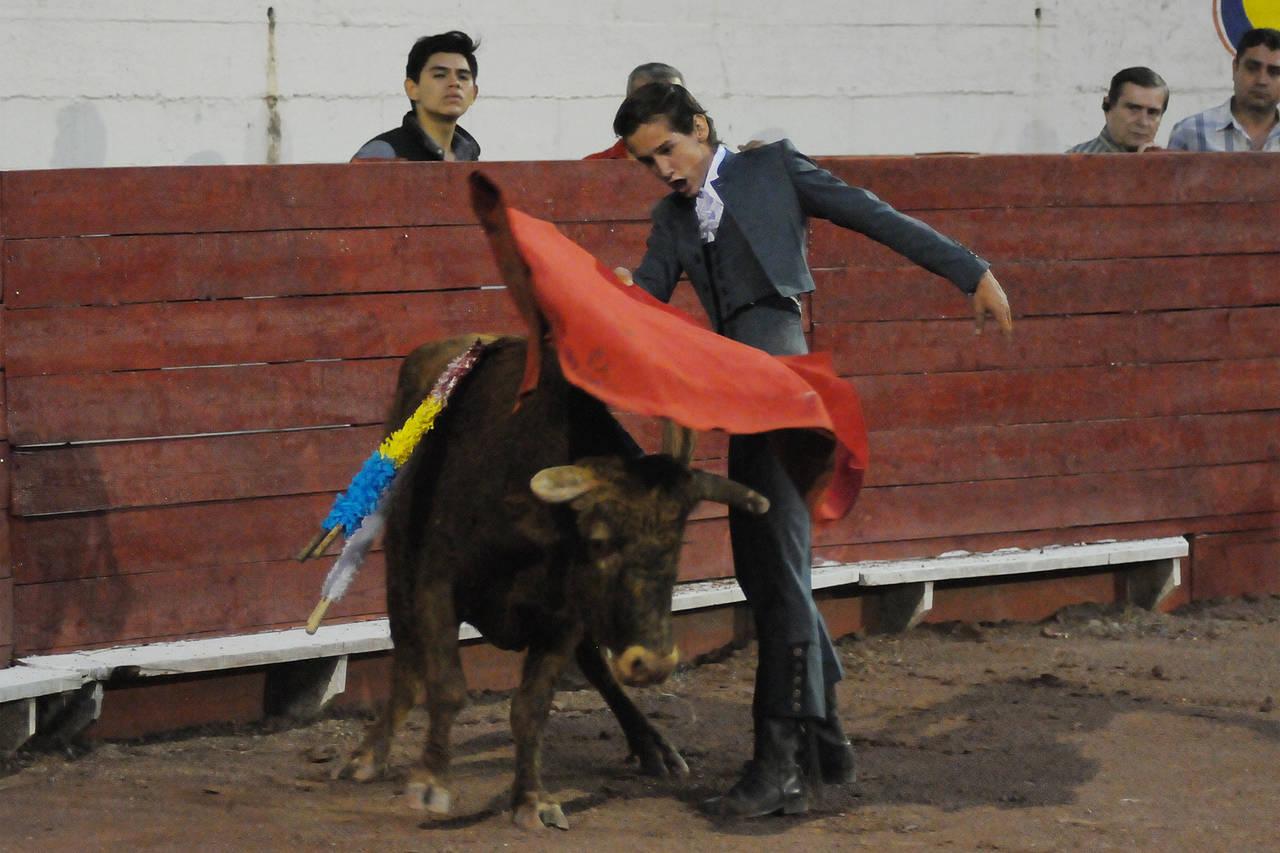 Arturo Gilio falla con la espada y deja ir una oreja