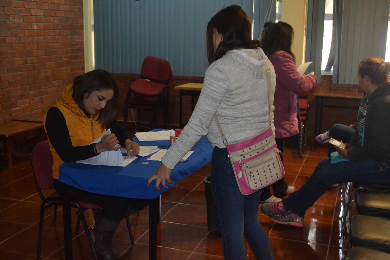 Ayudan a madres juveniles a estudiar