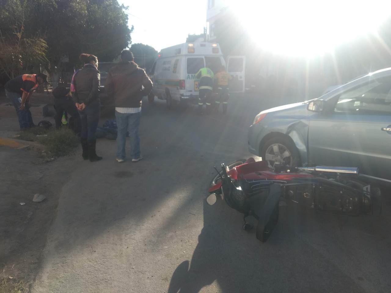 Motociclista resulta lesionado en accidente