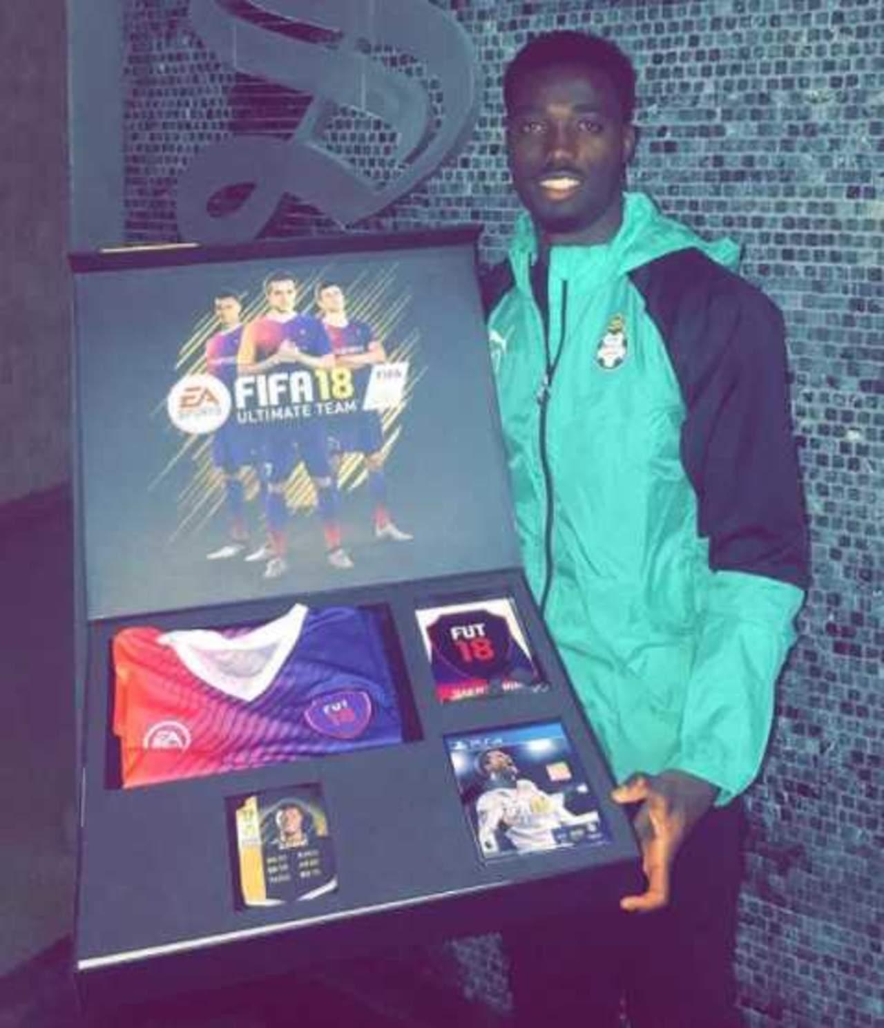 Djaniny recibe premio por estar en el FIFA Ultimate Team