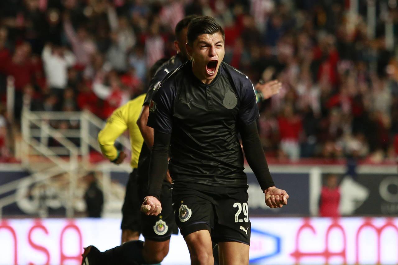 Ronaldo Cisneros anota en primer triunfo de Chivas