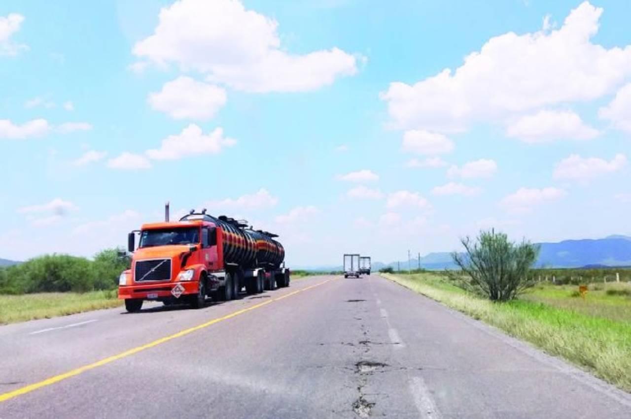 Señalan deficiencias en obra carretera