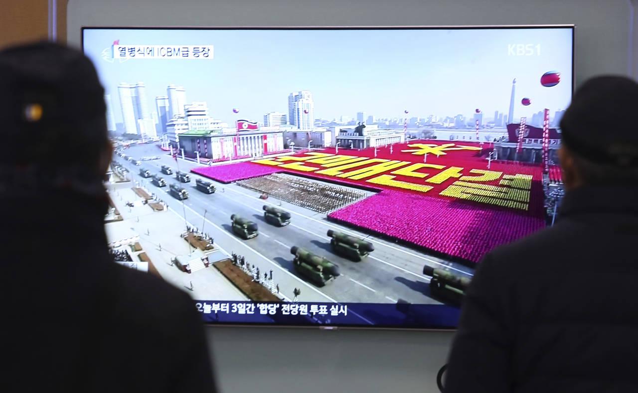 Exhibe Norcorea su poder en desfile