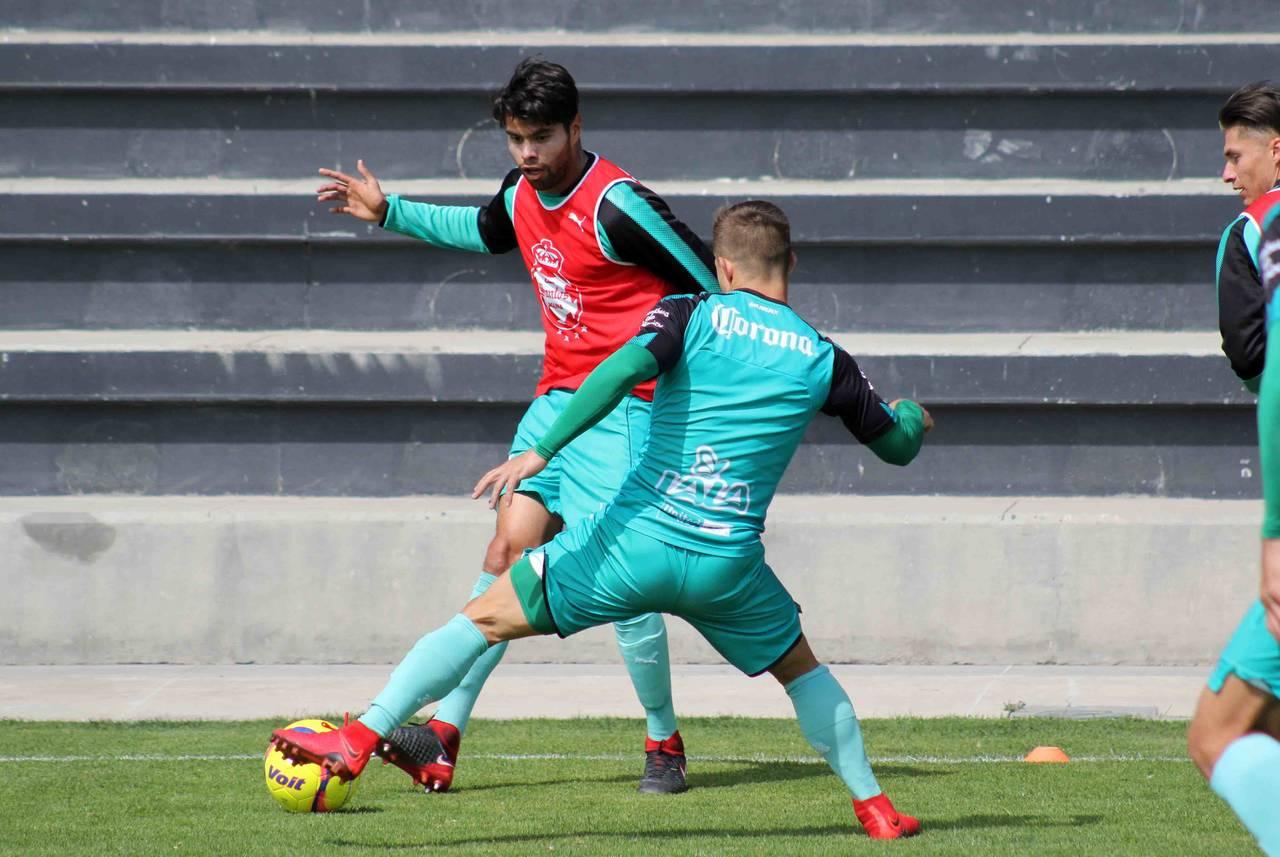Araujo se concentra primero en Santos