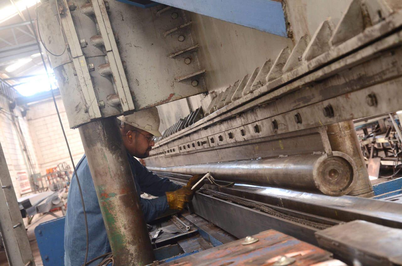 Producción industrial creció 0.9% en diciembre, reporta el Inegi