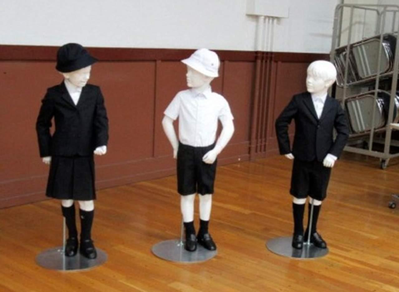 Escuela primaria es criticada por sus uniformes Giorgio Armani
