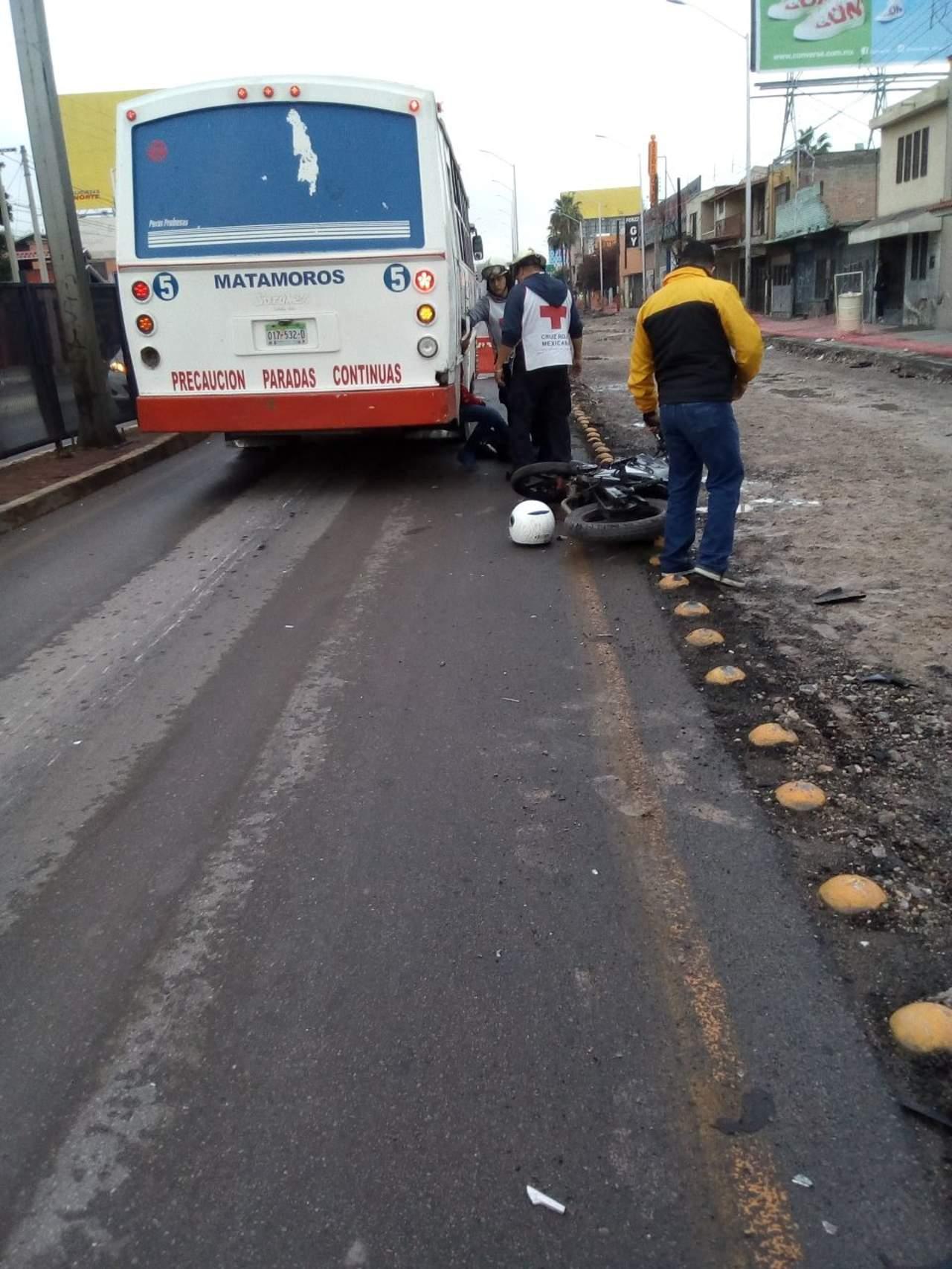 Motociclista se impacta contra autobús