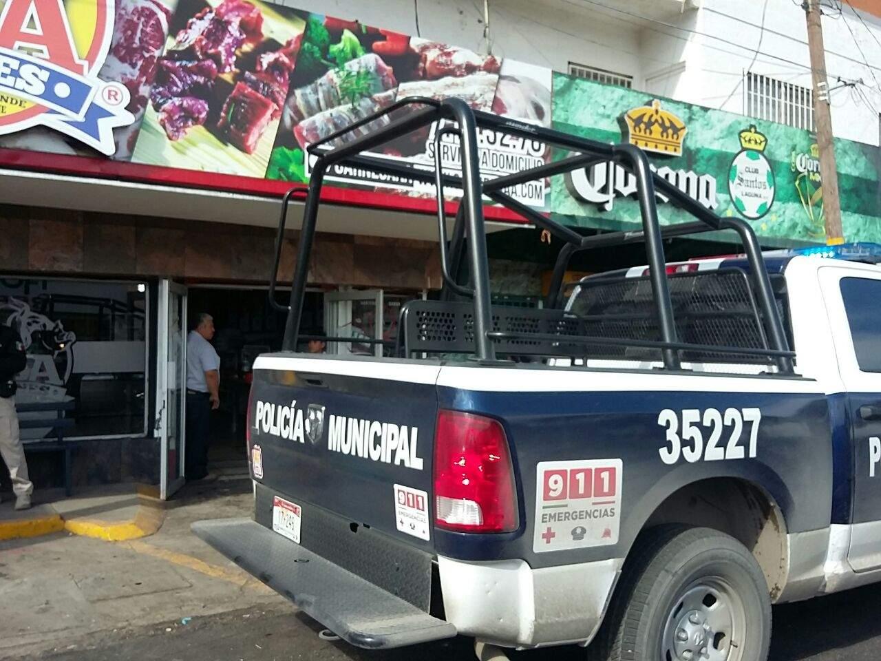 Sujetos armados asaltan carnicería en el centro de Torreón