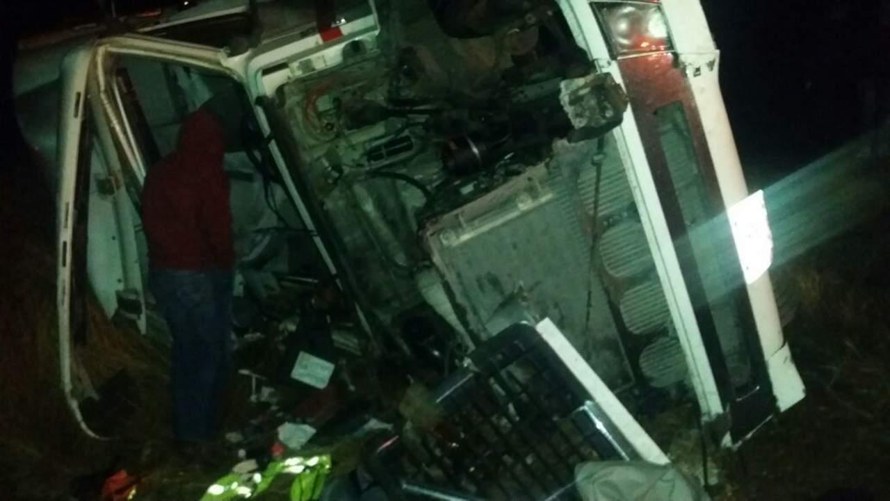 Familia sufre volcadura en carretera a Durango