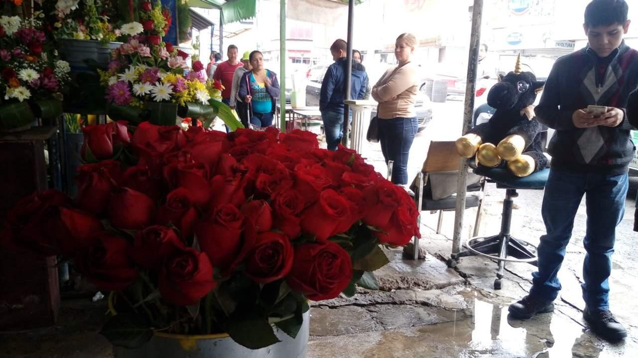 Reportan aumento de más del 60% en el precio de las rosas