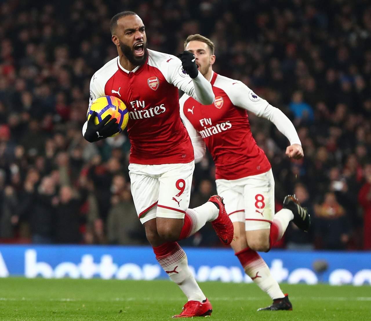 Arsenal pierde a Lacazette tras operación de rodilla