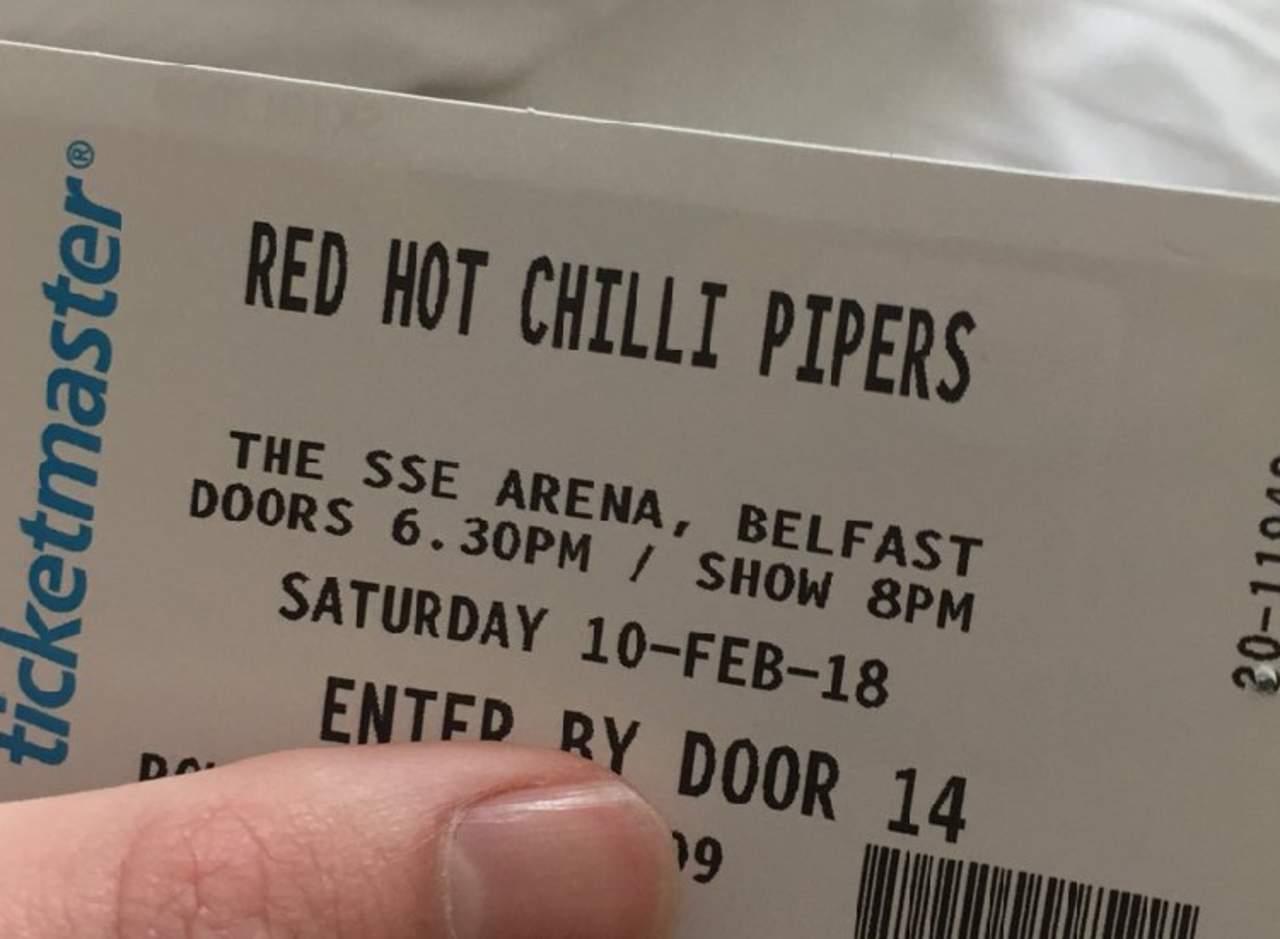 Confunden a los Red Hot Chili Peppers y terminan en un concierto de gaitas