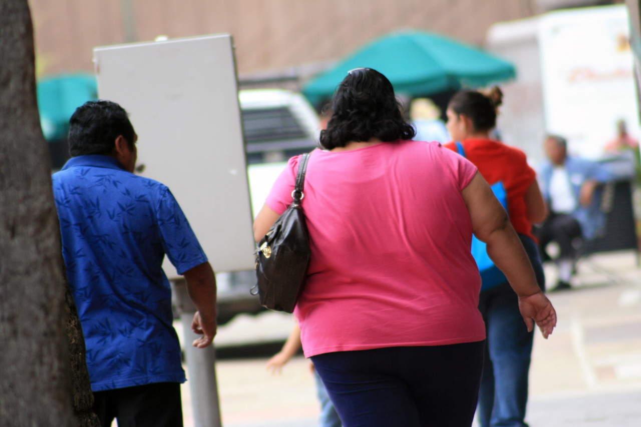 Sugieren tratar obesidad con un psiquiatra