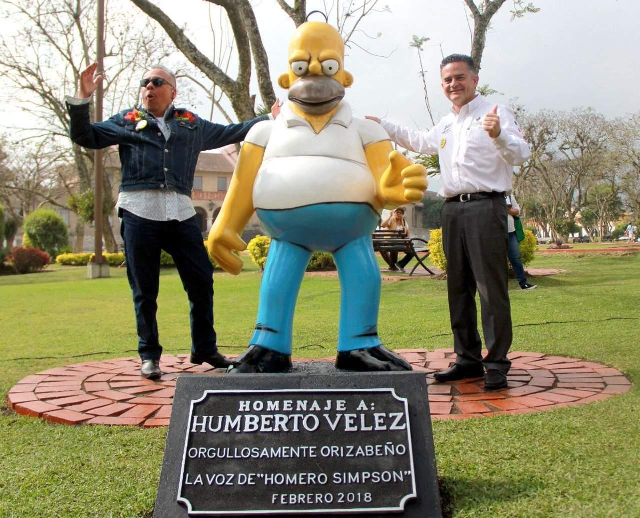 Homenajean a Humberto Vélez en Orizaba con un mal hecho Homero Simpson