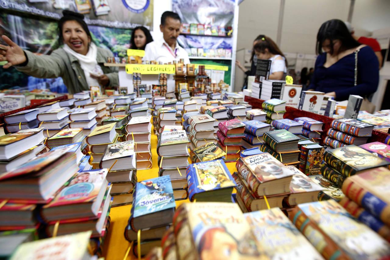 Colección Caja Chica llega con tres títulos