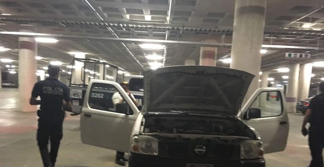 Roban baterías de vehículos en el estacionamiento de la Plaza Mayor
