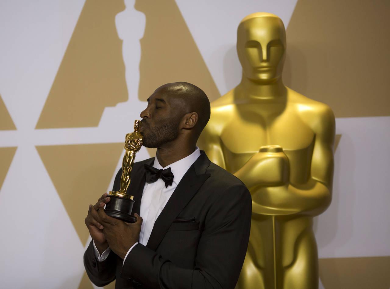 Crece la petición para retiro del Oscar a Kobe Bryant