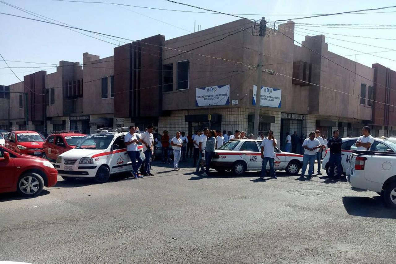 Protestan por la detención de taxista