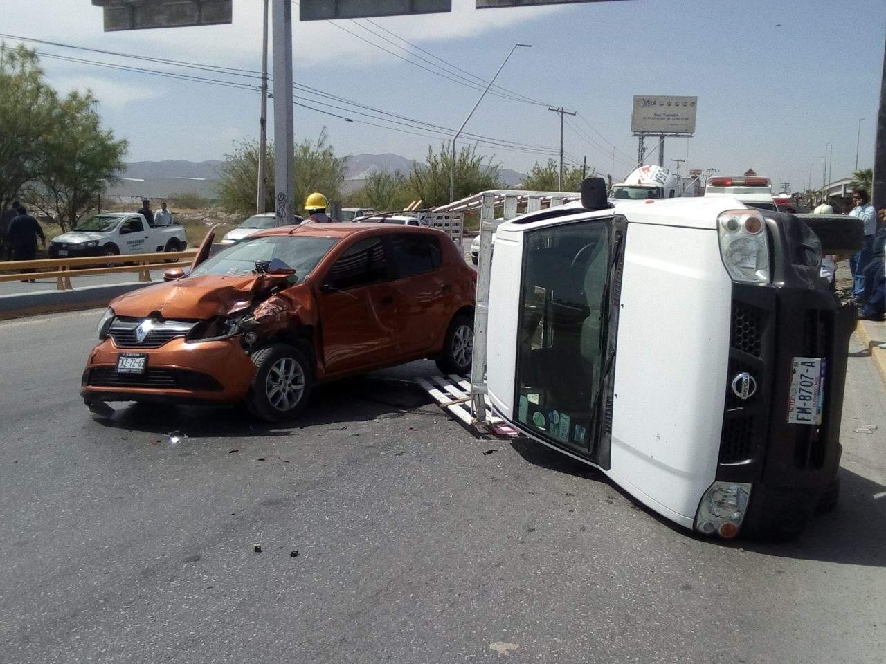 Se registra choque-volcadura sobre el Torreón-Matamoros