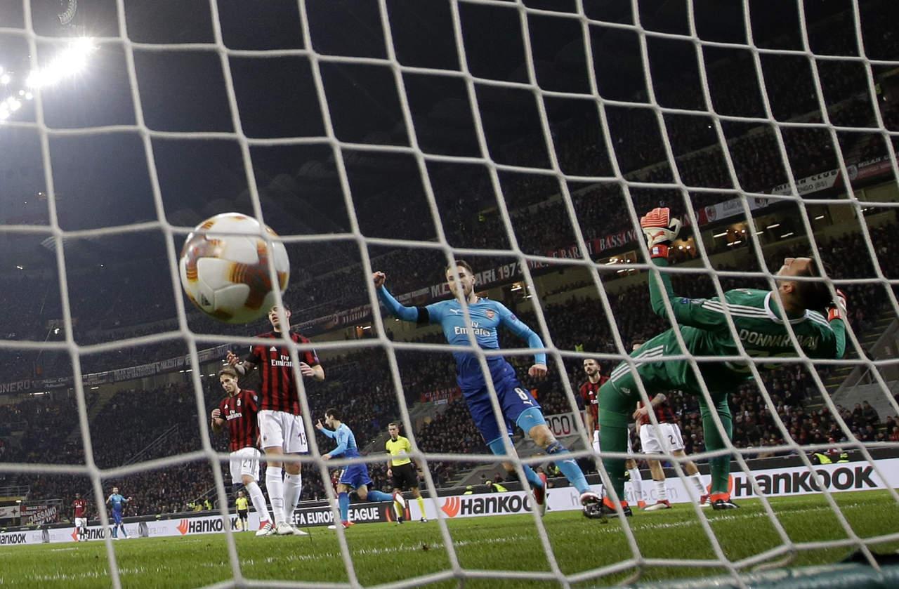 Arsenal aventaja al Milán en la Europa League