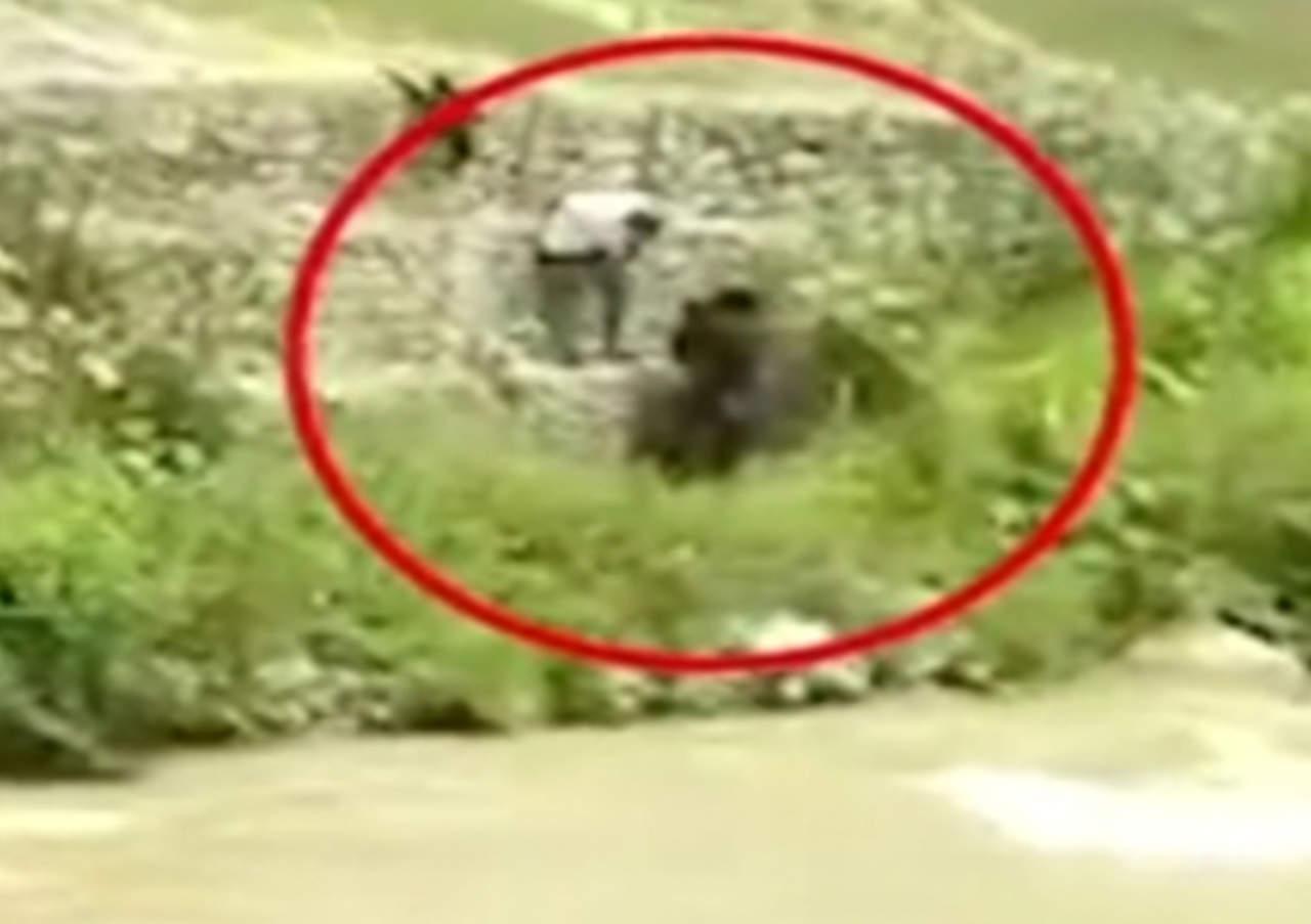 Los asaltan mientras tenían relaciones a un costado de un río