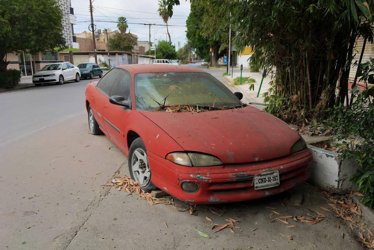 Abandonan automóviles
