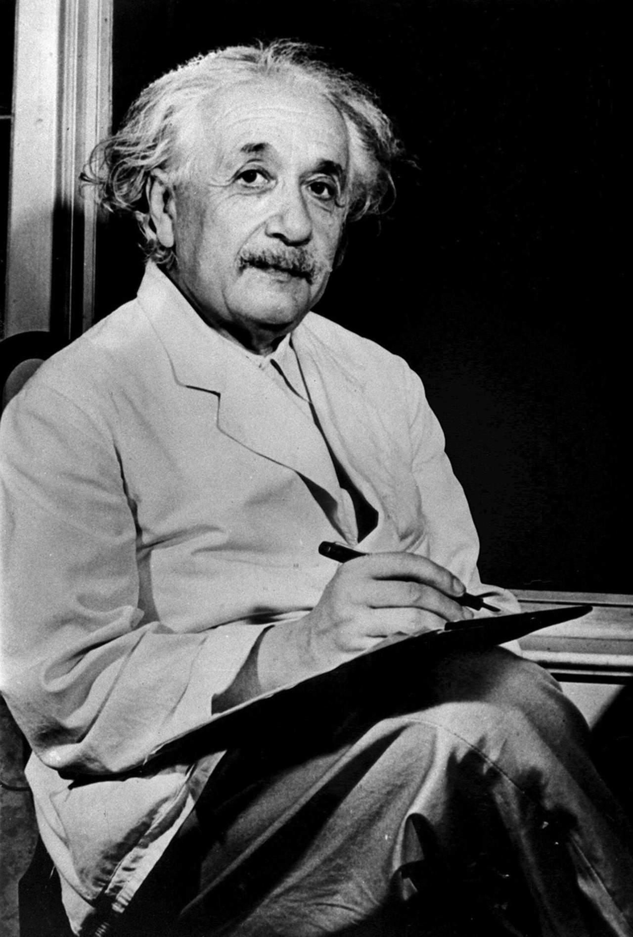 1879: Da su primer respiro Albert Einstein, el científico más conocido y popular del siglo XX