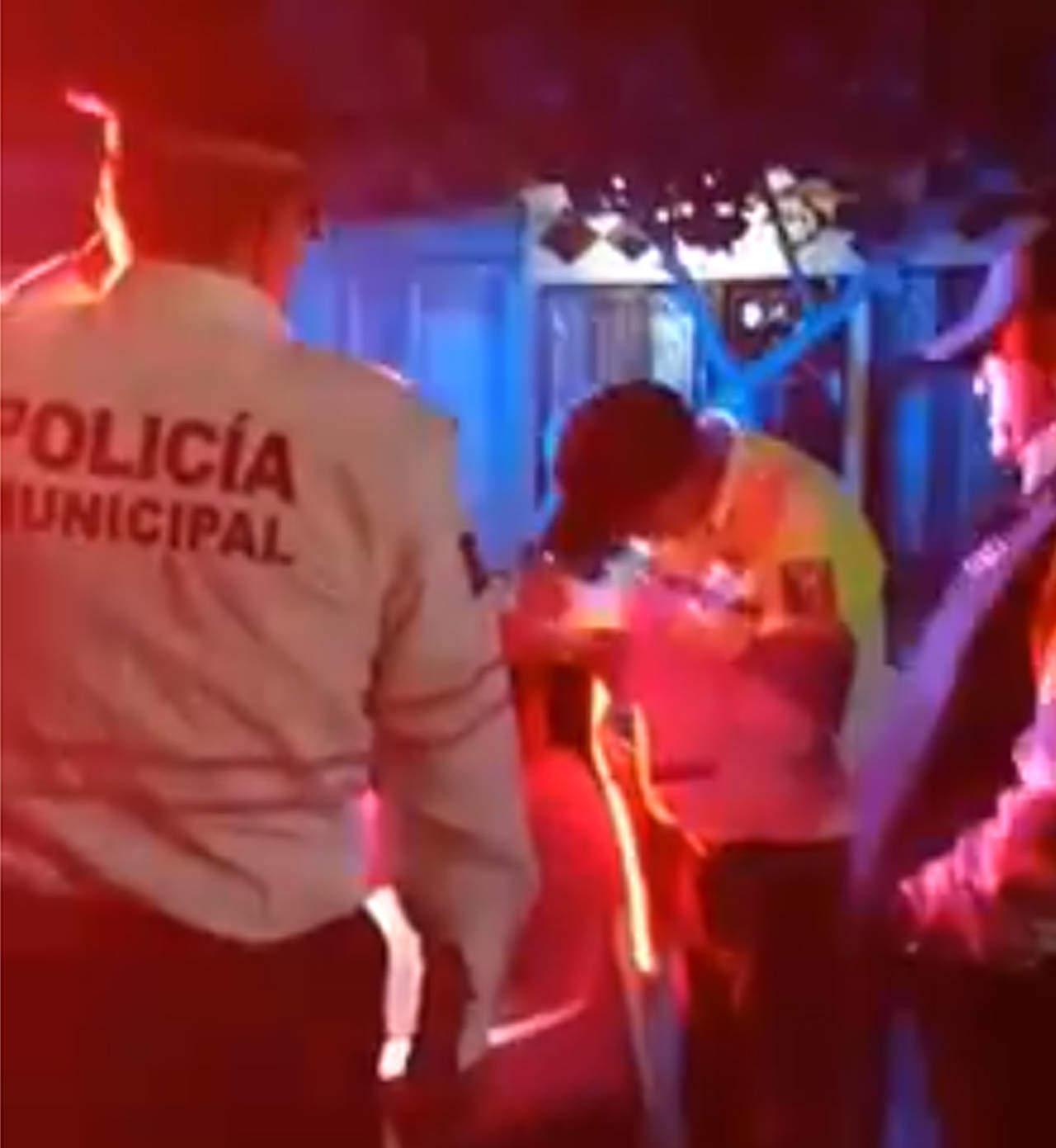 Calla director de Vialidad ante video donde usa camisa de policía municipal